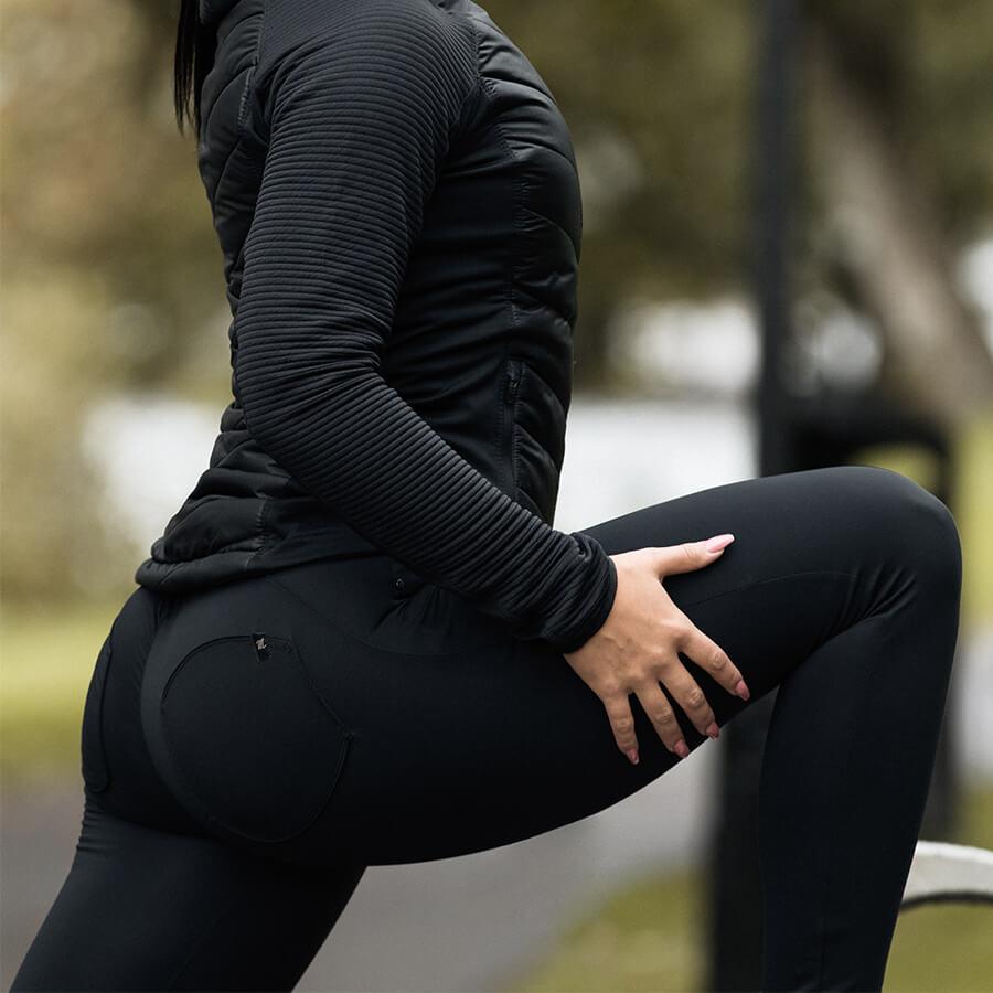 Svart träningsjacka och svarta Mdee Model 5 byxor