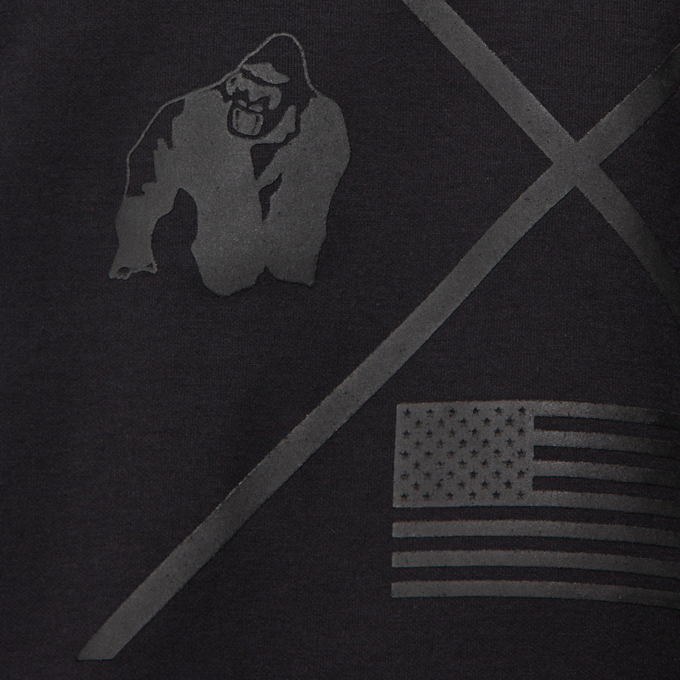 Gorilla Wear Sheldon Work Out Top Svart Träningstshirt detaljbild på brösttrycket