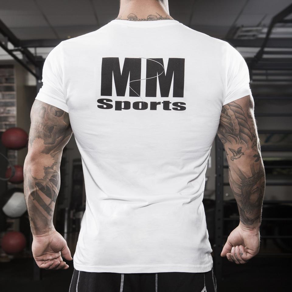 T-shirt Man White med svart MM Sports-tryck på ryggen